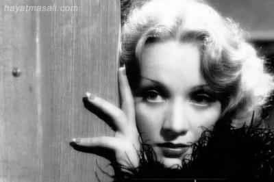 Şarkıcı Marlen Dietrich
