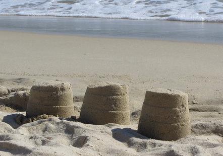 Kum Kuleleri Kıyıya Yakın
