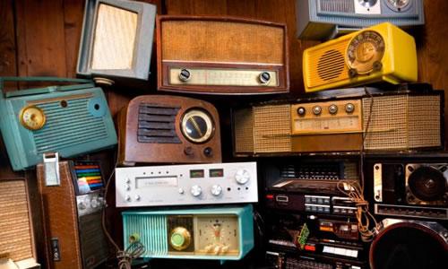 Dünya Dediğin Kutu Radyo